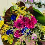 お誕生日お祝いの花束をご注文頂きました。