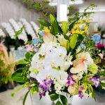 自宅でのご葬儀にお悔やみの供花アレンジメントを田主丸までお届けしました。